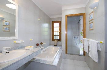Master Bed Ensuite Bath  Walk In Shower