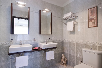 Master Bed Ensuite Walk In Shower
