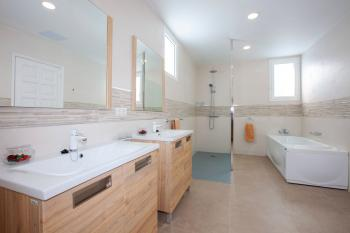 Bathroom 1 (Master bedroom 1 bathroom with Jacuzzi bath)