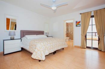 Master Bedroom En-suite with Air Con