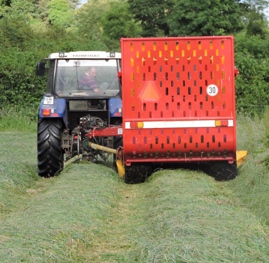 MiniGrazer can be used as a trailed mower.